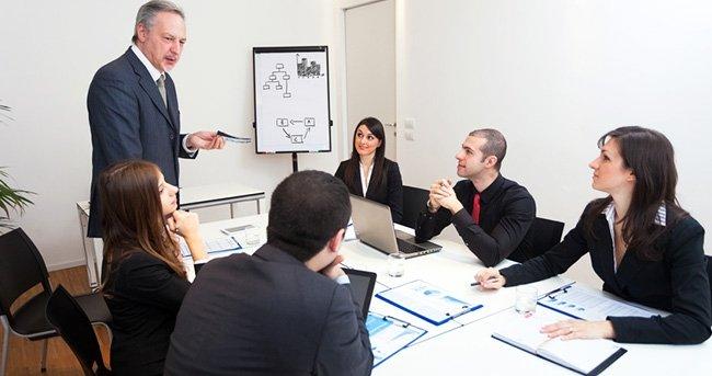Spotkania firmowe - totalna strata czasu? Marcin Grzelak radzi