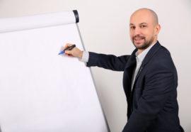 Jak wybrać dobrego trenera sprzedaży?
