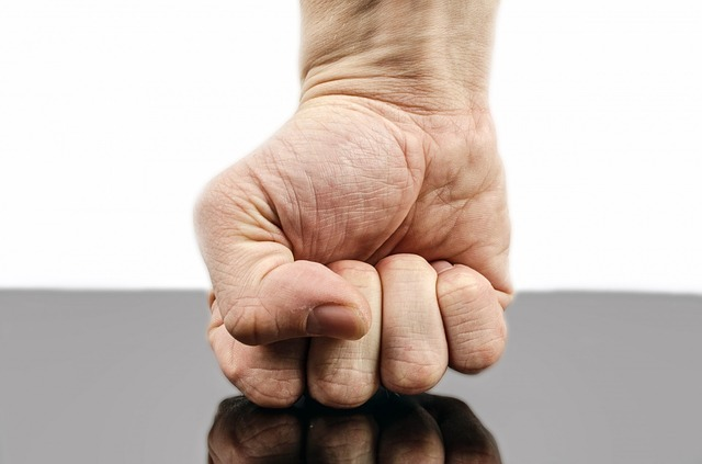 Jak zmienić równowagę sił w relacjach z agresywnym klientem?