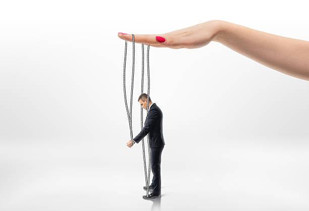 Psychomanipulacja w miejscu pracy. Jak się przed nią bronić?