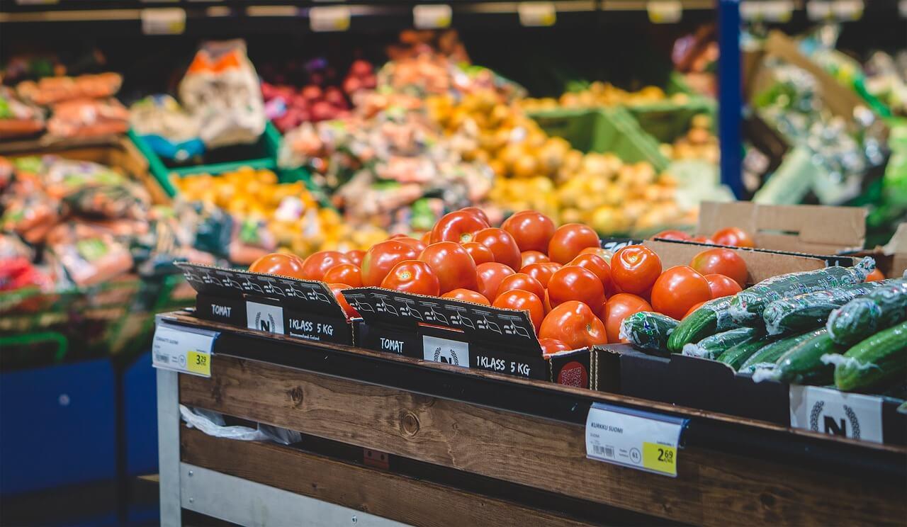 Aranżacja stoiska warzywno- owocowego dla sklepu MOKADI. Doradztwo