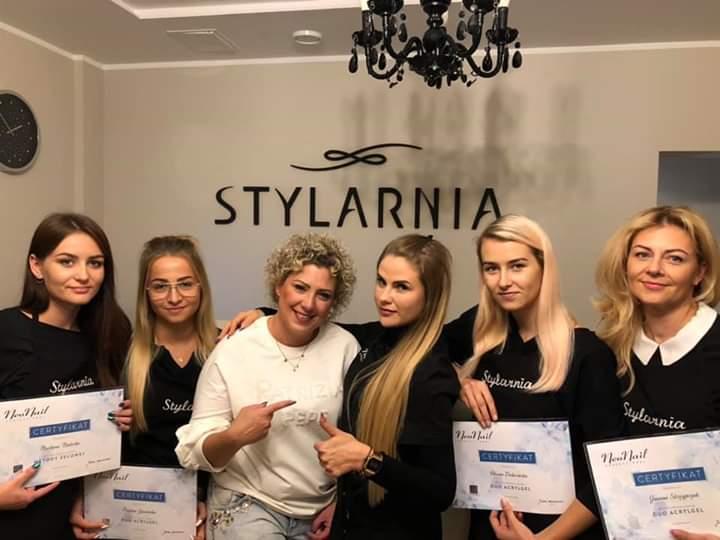 Szkolenia z obsługi klienta: Salon kosmetyczny Stylarnia buduje trwałe więzi z klientkami i podnosi sprzedaż :)