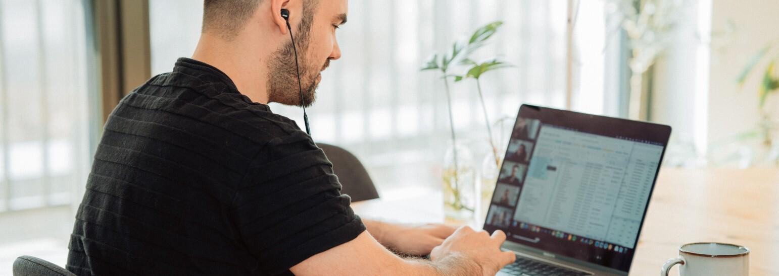 Szkolenia dla firm online - możliwość rozwoju w czasach pandemii